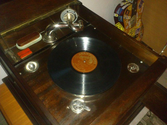 Ubekanntes Grammophon