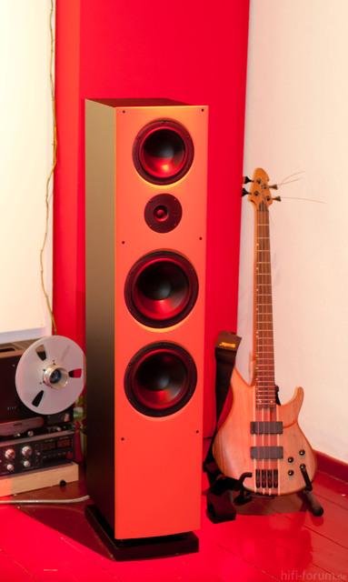 Nuwave 125 In Rot Angestrahlt