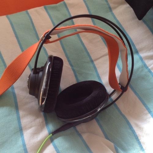 AKG Q701 - orange