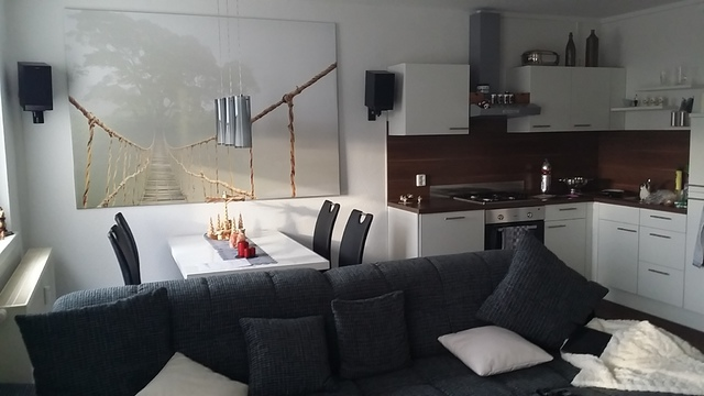 Sofa Mitten Im Raum Zuhause Image Ideas