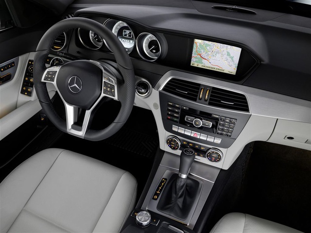 neues radio f r den mercedes w204 car hifi. Black Bedroom Furniture Sets. Home Design Ideas