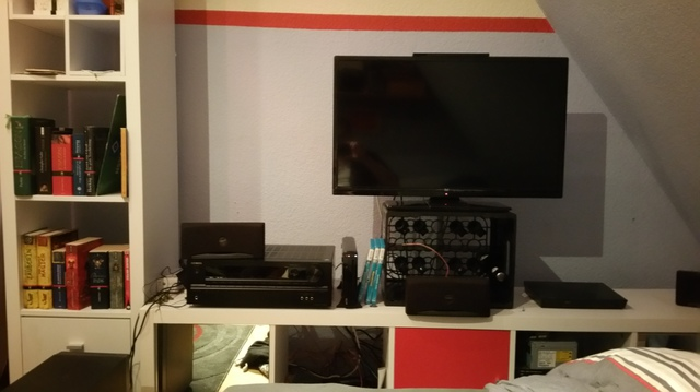 Lowboard mit TV