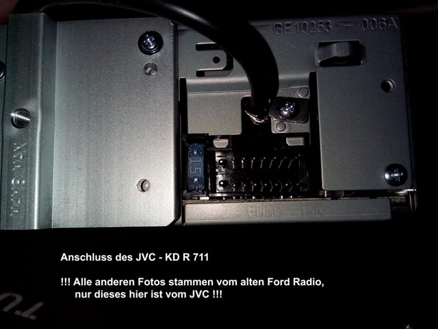 Einbau und Anschluss eines JVC-KD R 711 Autoradios in einem Ford ...
