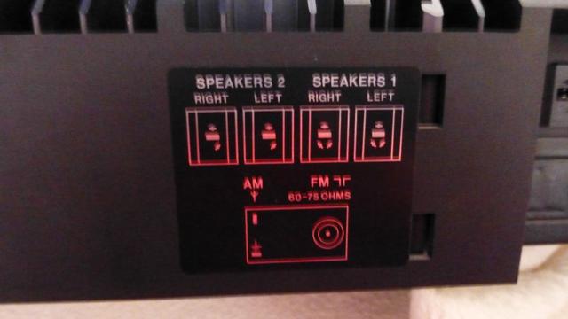 Fotos der BeoLab 6000 - Boxen-Unterseite und der Rückseite des Beocenter 9500