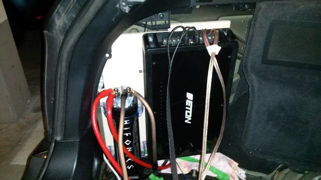 Montageplatte für Endstufe und Kondensator