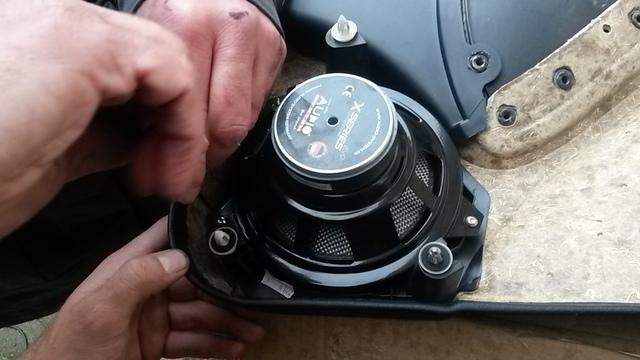 Nun konnten die Speaker mit beigeliefertem Dichtring fertig montiert werden
