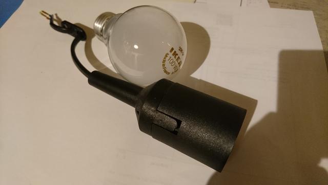 Glühbirne und Baustellenfassung