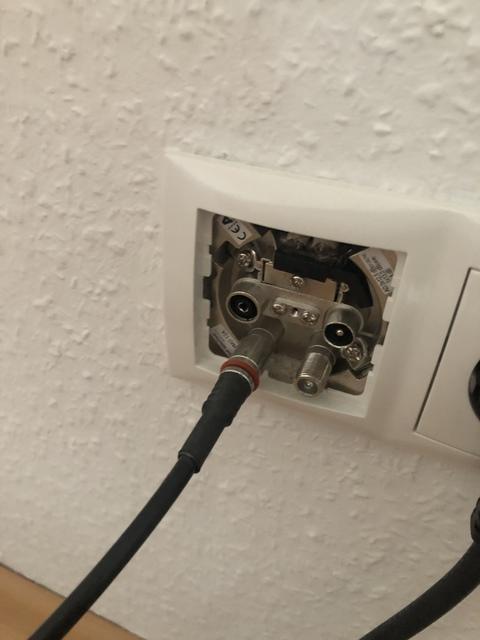 Kabel In Der Wand
