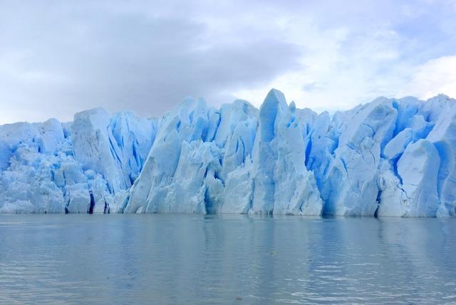 Grey-Glacier-Gletschereis-blau