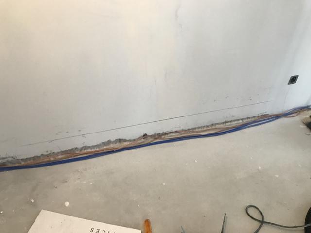 Kabelverlegung setliche Wand
