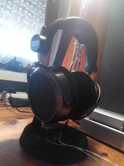 Avantree Kopfhörerständer mit Hifiman He 500