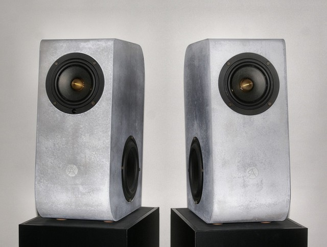 Concrete Audio B1 001