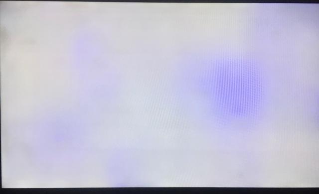 Flecken Bzw. Wolken Im LED Display Des Fernsehers