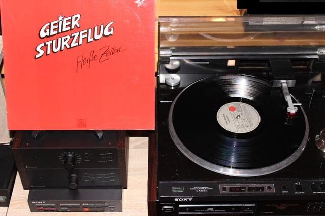 Gieer Sturzflug - Heiße Zeiten (LP-Cover)