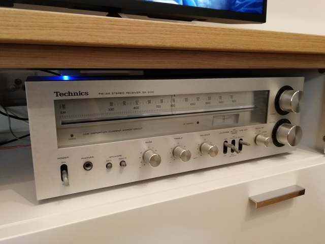 Technics AVR