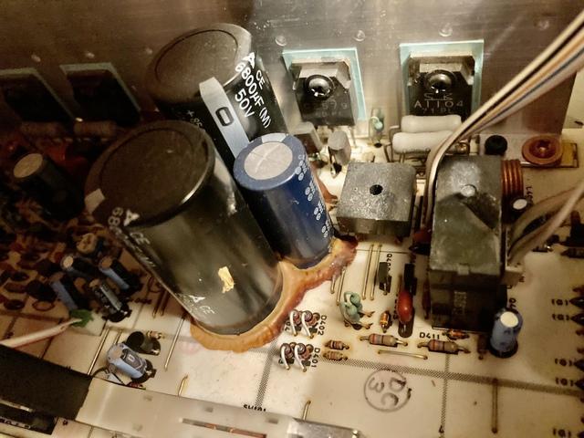 Elektrolyt Ausgetreten Am Kondensator