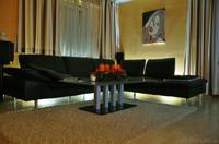 Couch mit indirekter Beleuchtung