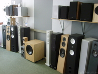 Akustik Art, Lautsprecher im Hörraum, Ausschnitt