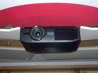Projektor mit Halterung