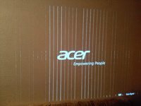 Acer x 1311 wh Beamer zeigt weiße Streifen. Warum? Könnte mir jemand helfen!